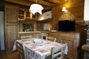Küche von Mietwohnungen für Verkostung von lokalen Produkten