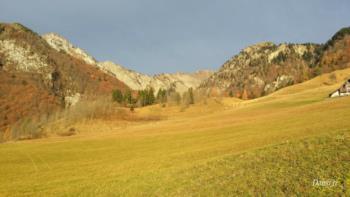 Die Hügel von Pani im Herbst